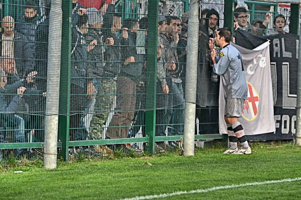 10-11-2013 Riccardo Taddei parla con i tifosi dopo la partita Alessandria-Santarcangelo.