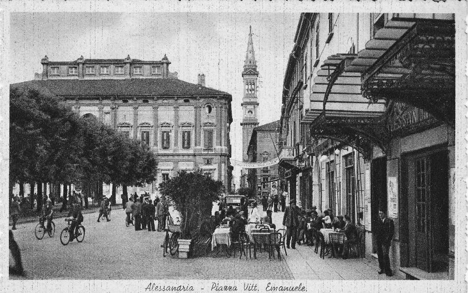 l'ingresso del Politeama Alessandrino ed in fondo il caffè Tosetto /Principe ritrovo dei musicisti alessandrini.