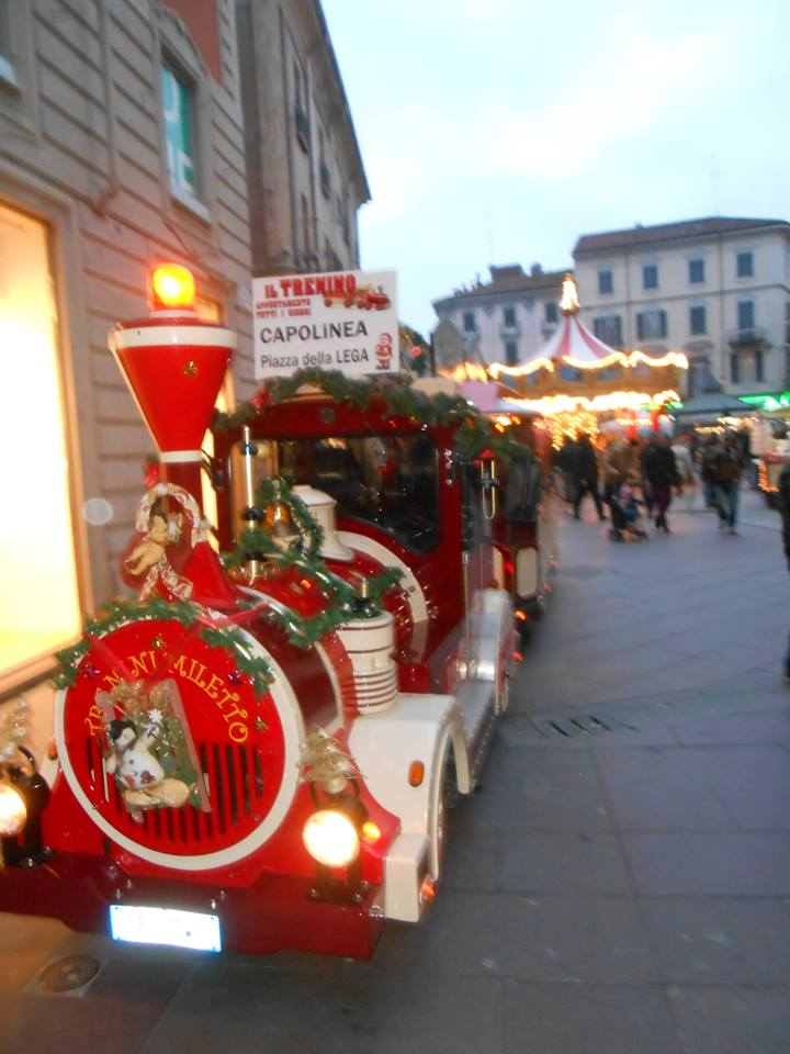 Trenino e giostra in Piazzetta della Lega - dicembre 2014