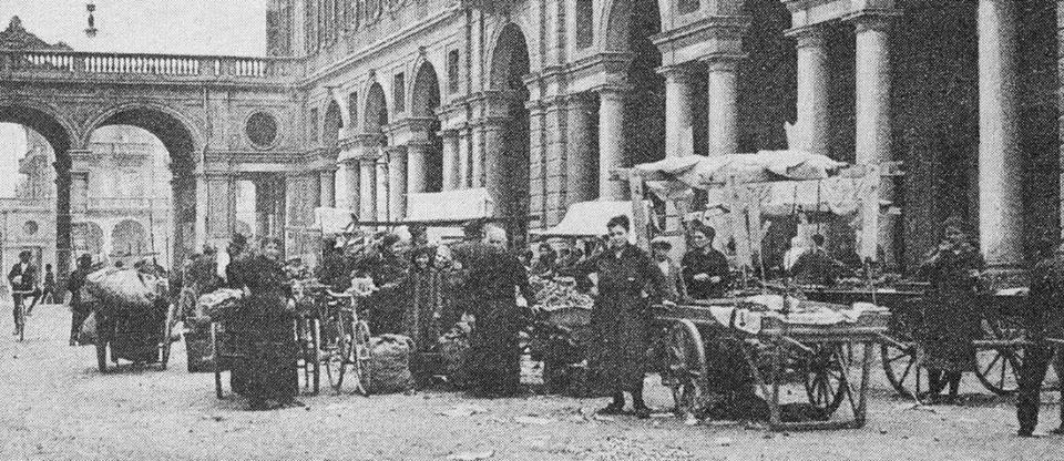 Mercato in Piazza Marconi