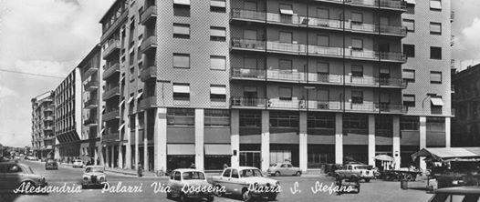 Via Dossena e Piazza S. Stefano.