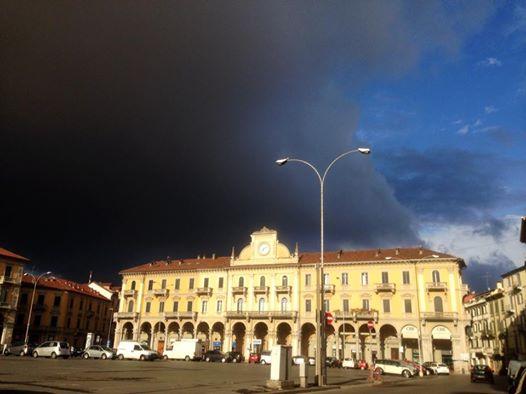 Temporale in arrivo su Piazza Garibaldi - luglio 2014