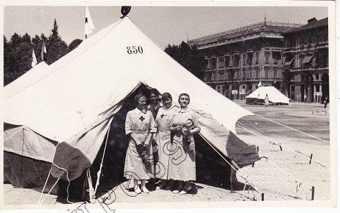 Piazza Garibaldi con accampamento Croce Rossa