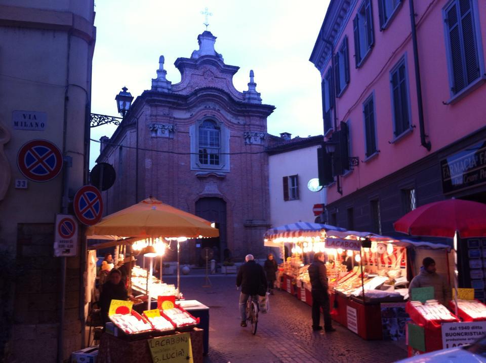 Piazzetta S. Lucia con i banchetti dei Lacabòn
