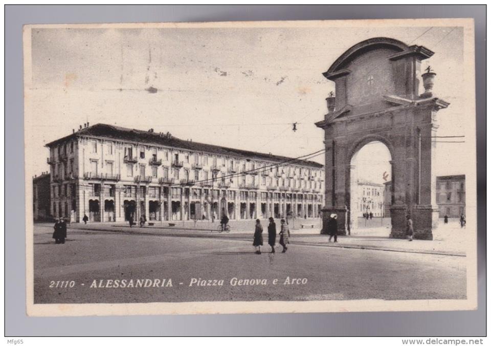 Una insolita Piazza Genova senza giardini e l'Arco.
