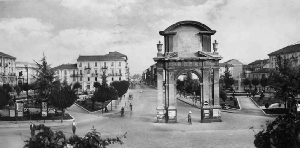 Piazza Genova e Arco - 1953