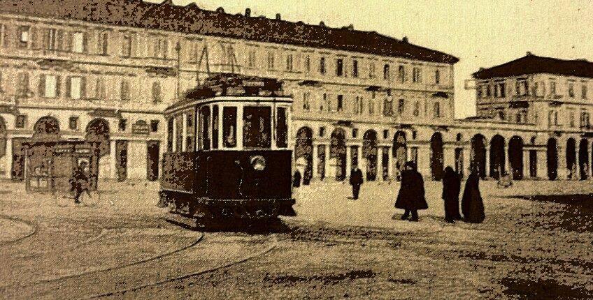 """Anduma a piè il """"Tulòn"""" an Piasa Garibaldi. (foto Alessandria Film Storia. Alessandria della Paglia.)"""