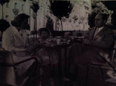 Cristina Mantelli  Al bar Cangiassi , giardini pubblici Alessandria, io con mamma e papà , anni 56-57