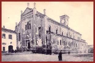 Sorge sulla piazza omonima, cuore dell'antico quartiere di Rovereto che fu il primitivo nucleo di Alessandria. Retta all'inizio del sec. XII dai Canonici secolari, verso il 1268 passò ai Monaci di S. Croce di Mortara e dalla metà del sec. XV ai Canonici Lateranensi che vi rimasero sino alla soppressione dell'ordine, avvenuta nel 1798 con breve di Pio VI. La chiesa, che nel 1629 era stata elevata alla dignità di abbazia, divenne parrocchia affidata al clero secolare, mentre nel 1805, durante l'occupazione francese, l'annesso convento fu adibito a magazzino militare.  Con la Restaurazione il convento fu affidato ai Padri Somaschi e successivamente alle Suore di Carità, durante le guerre di Risorgimento venne utilizzato come caserma e durante le epidemie come reparto staccato per malati contagiosi.Nel 1866 il convento passò al Demanio che destinò parte dei locali a magazzini, prigione e corpo di guardia, durante la Prima Guerra Mondiale chiostro e parte della chiesa furono utilizzati come deposito di generi di monopolio. Dopo il 1918 il convento diventò sede dell'Istituto Nazionale Orfani di Guerra e successivamente fu affidato alle Suore Salesiane che vi aprirono una scuola.
