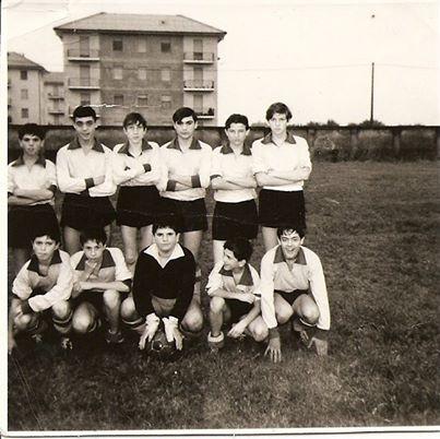 Il campionato dovrebbe essere 1965/1966, la squadra è l'AURORA e il campo quello attuale della Don Bosco, allora TEPA. I nomi che ricordo sono: SAIDDU - COSCIA - VELOCE - CANTELLO - CAMUSSI - RIBALDONE tutti in piedi e il portiere SPANO'.