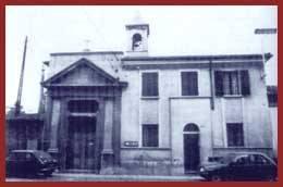 Sul sedime dell'attuale cappella, nella seconda metà del Quattrocento, ne esisteva una dallo stesso titolo. Nel 1613 ne era patrono NICOLO' INVIZIATI, all'inizio del Settecento il patronato passò ai Conti CAVASANTI. Nel 1663, ricostruito nel frattempo il piccolo edificio, vi si collocò l'antico simulacro, che la devozione popolare chiamò la Madonnina. L'edifico odierno è il risultato di più tarde trasformazioni.