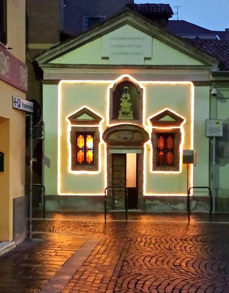 Chiesa della Beata Vergine del Monserrato in veste natalizia.