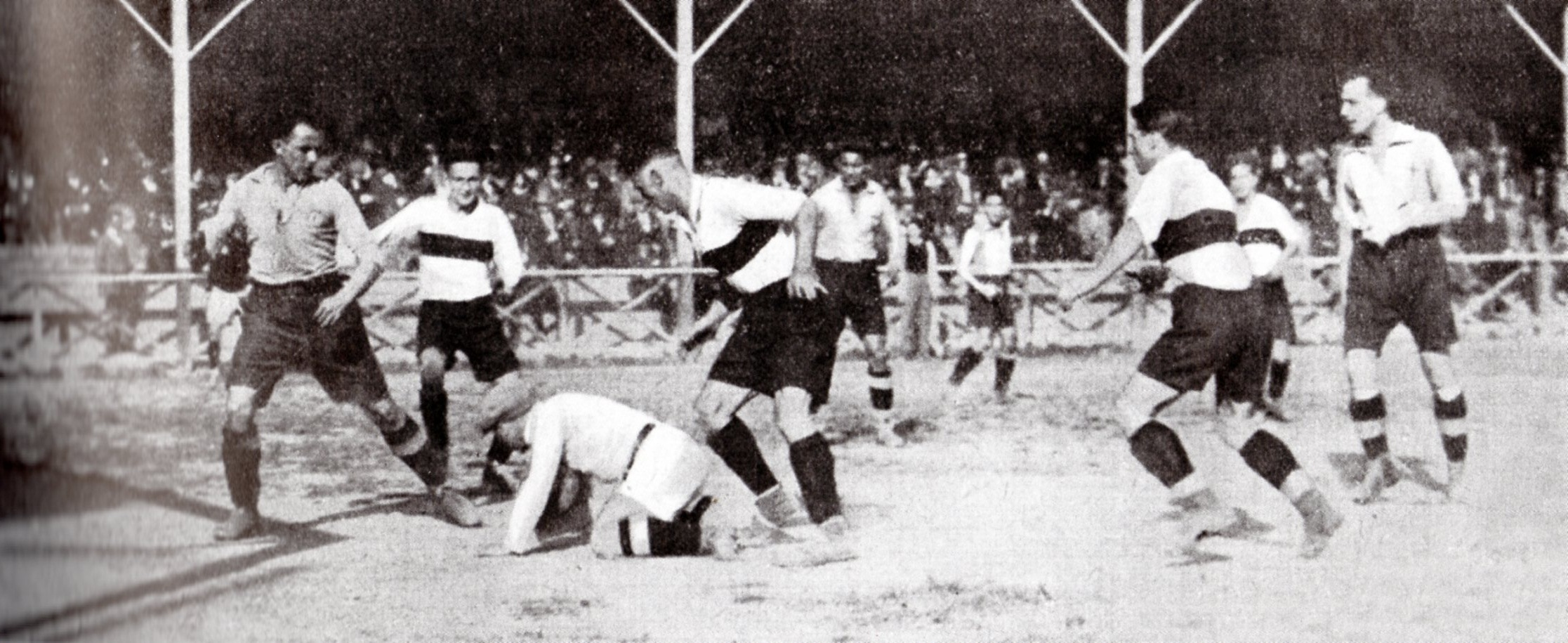 1923 - Sampierdarenese-Alessandria 1-2. Carcano, Costa e Moretti proteggono un'uscita di Cagnina