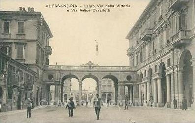 Largo di Via Vittoria e via Felice Cavallotti (ora Piazza Marconi)