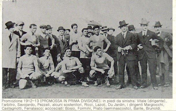 Alessandria FBC 1912-13: al primo campionato ufficiale è subito promozione. L'Alessandria rimarrà nella massima serie fino al 1936-37 senza mai retrocedere.