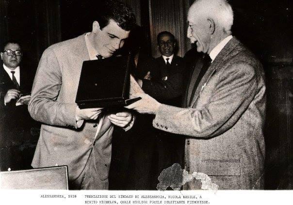 Benito Michelon premiato dal sindaco di Alessandria Nicola Basile.