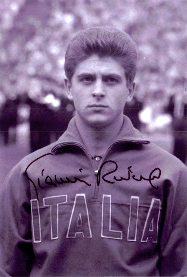 Gianni Rivera, centrocampista stagioni 1958-59 e 1959-60 - con la maglia della Nazionale