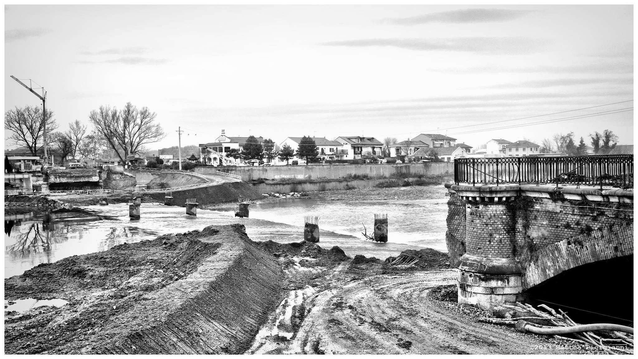 L'ex ponte Tanaro e il cantiere per il nuovo ponte - 23-12-2013