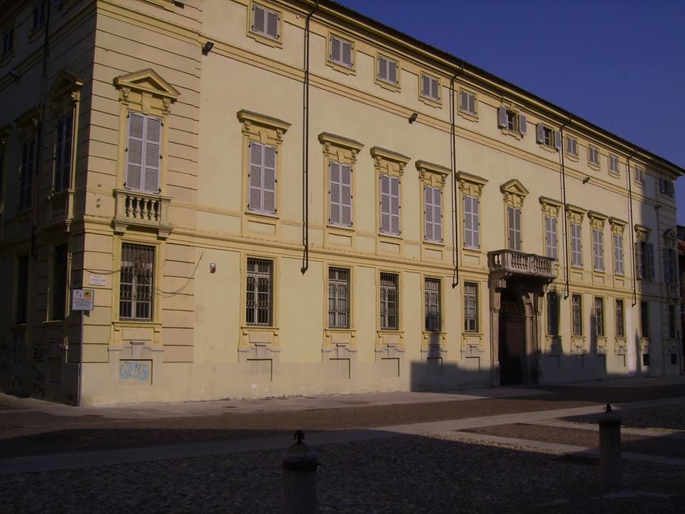 Palazzo Cuttica di Cassine, metà '700. v. Parma ang. p. Duomo