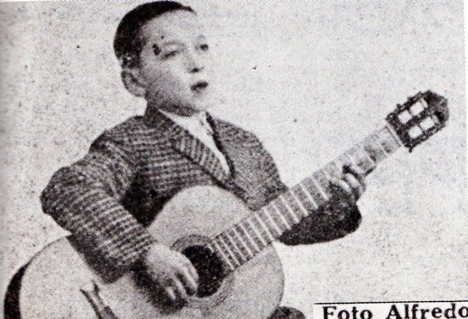 """Roberto Rangone, oggi noto come """"Al"""" in una foto scattata a """"Microfono per voi"""", allora aveva 9 anni."""