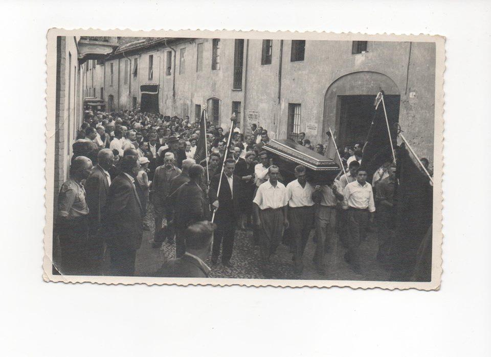 VIA MILAZZO.. anni 50... funerale di un comandante partigiano
