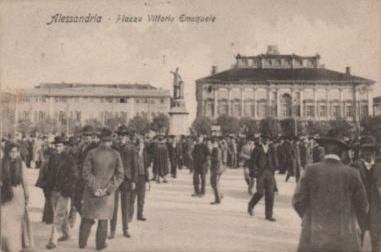 Alessandria Piazza Vittorio Emanuele animatissima - 1907