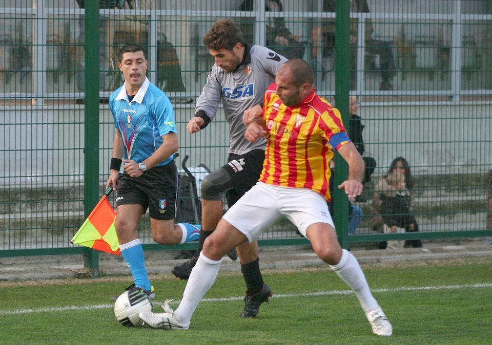 degano tripletta in Alessandria-Poggibonsi 3-1 -13-11-2011- FOTO 3
