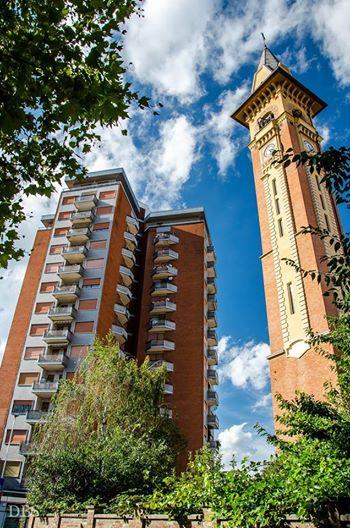 Il grattacielo e il campanile della chiesa di S, Giovanni Evangelista in Corso Acqui - Agosto 2014