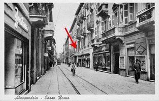 A proposito di Standa e PTB: queste due immagini interessanti mostrano la casa abbattuta per costruire la Standa e la localizzazione della PTB (Per Tutte le Borse), poi UPIM (Unico Prezzo Italiano Milano), che aveva una porta interna di comunicazione con il mercato coperto di via San Lorenzo.