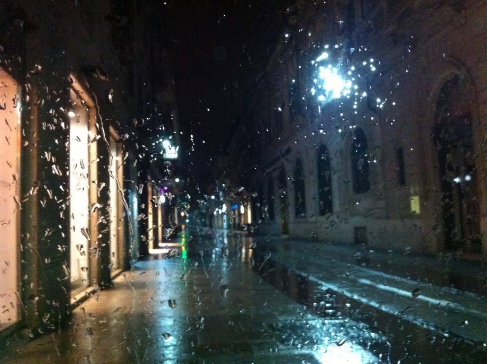 Corso Roma sotto la pioggia foto di Tony Frisina
