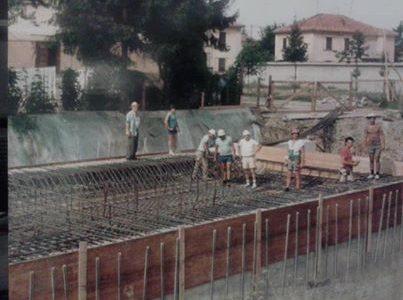 Questa è la foto della costruzione del sottopasso di Via Maggioli