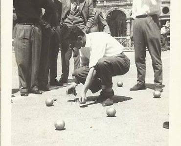 Giocatori di bocce in Piazza Garibaldi – 1957