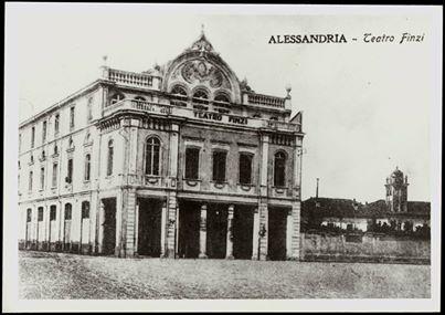 Alessandria – Teatro Verdi e Piazza Principe Amedeo. (Fondo Angeleri - Fototeca civica, Alessandria)