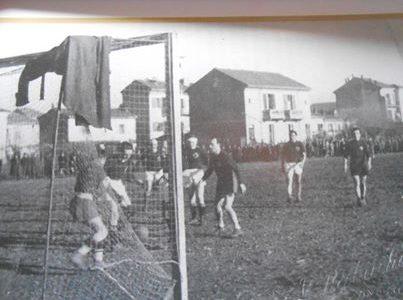 vecchio campo da calcio rione Cristo ora non piu' esistente dopo la costruzione di via Umberto Giordano.j
