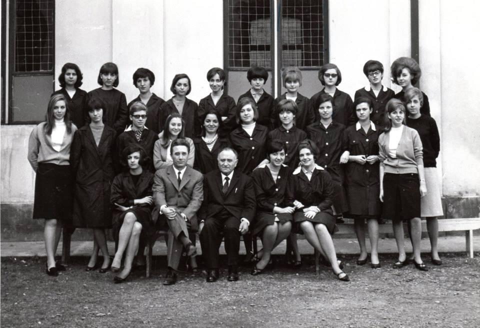 """Isituto Magistrale """"Diodata Roero di Saluzzo"""" a.s.1965/66 - classe terza Insegnante di Lettere. prof. Stellio Lozza (accanto al Preside, credo)"""