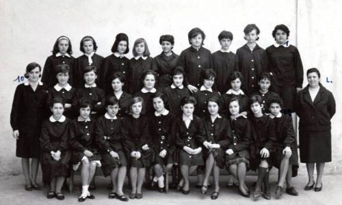 """Scuola Media """"Andrea Vochieri""""- succursale di via Pontida – a.s. 1962/63 Classe terza. Insegnante di Lettere: prof. Visca"""