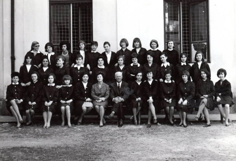 """Isituto Magistrale """"Diodata Roero di Saluzzo"""" a.s. 1964/65 - classe seconda Insegnante di musica: prof. Massone, altra prof non ricordo."""