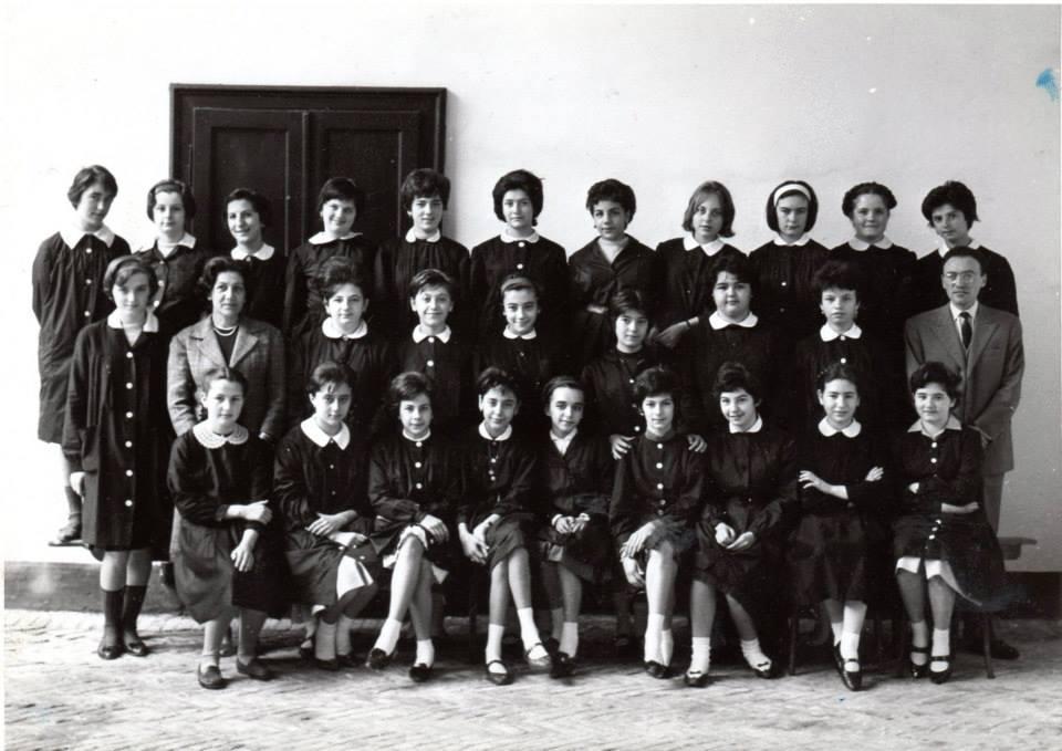 """Scuola Media """"Andrea Vochieri""""- succursale di via Pontida - a.s. 1961/62 Classe seconda."""