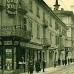 Corso Roma, il tram e la Libreria Bertolotti