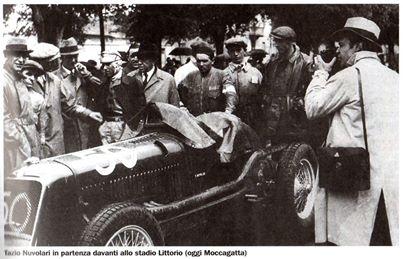 Tazio Nuvolari in partenza davanti allo stadio Littorio (oggi Moccagatta).