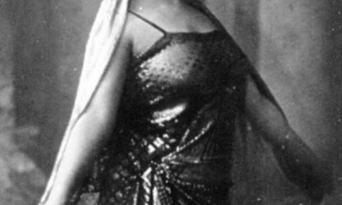 La soubrette Dirce Marella madrina nel 1921 del Veglione Grigio