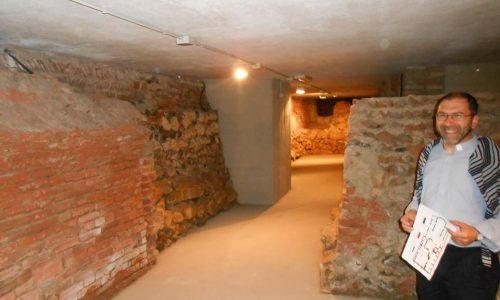 Resti delle mura delle chiese sulle quali è stata eretta S. Maria di Castello (visibili nei sotterranei della stessa chiesa)