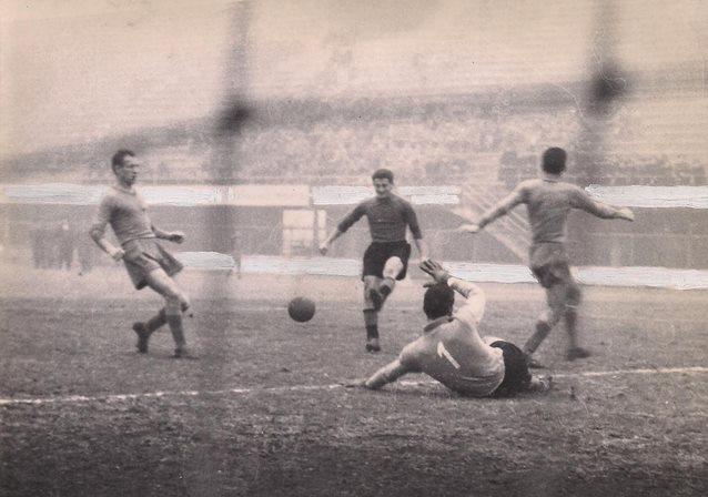 Quando i Grigi sconfissero la Nazionale Nel 1955 prese il timone della società Silvio Sacco, magnate petrolifero di origine tortonese che non nascondeva l'ambizione di riportare il sodalizio in serie A; allestì perciò una squadra in grado di lottare per il vertice nel torneo 1956-'57, e riuscì nell'opera al termine di un campionato equilibrato, contrassegnato dalla rischiosa scelta di sostituire nel finale l'esperto allenatore Sperone col debuttante Pedroni. Rimontato il Catania in campionato e sconfitto il Brescia nello spareggio giocato a Milano, i Grigi, che peraltro nel dicembre 1956 avevano superato in amichevole la Nazionale italiana per 3-2, festeggiarono il ritorno in A dopo otto anni