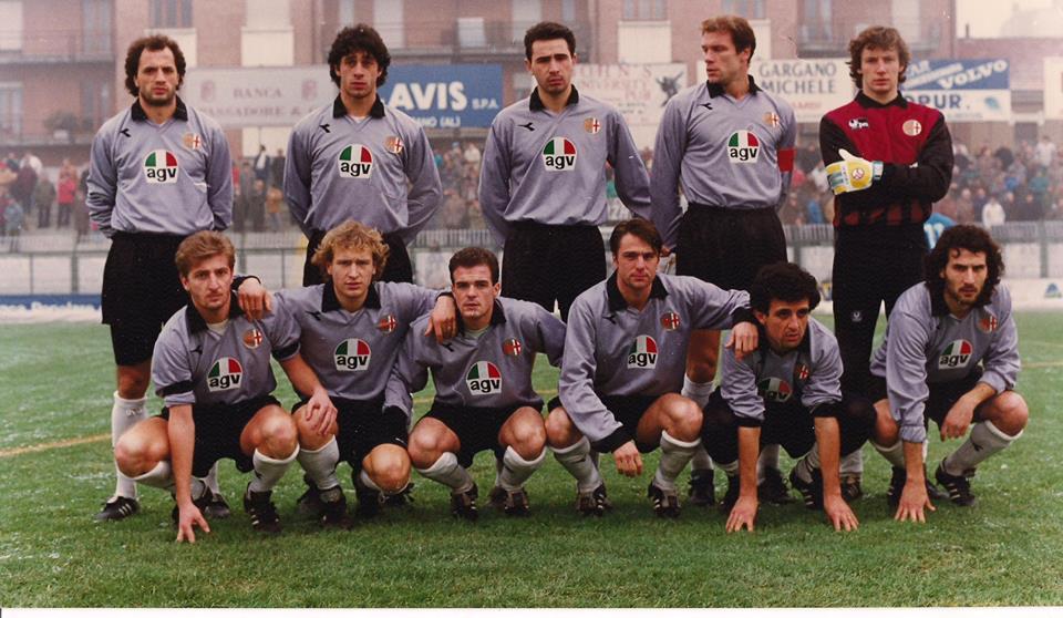 U.S. Alessandria 1989-90: In piedi da sinistra: Mazzeo, Chiti, Conti, Manetti, Lazzarini. Accosciati: Briata, Di Bin, Fiori, Sereni, Tortora, Riccitelli.