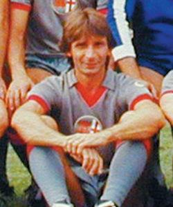 Roberto Salvadori nasce a Magenta il 29 luglio 1950. Un solo campionato nell'Alessandria, 1972/73, ma tanto da restare nella storia con il destro della vittoria col Parma, il 18 marzo '73. Vince la Coppa Italia SemiPro sempre quell'anno coi Grigi e poi va al Torino, dove Radice lo trasforma da mediano in terzino sinistro, ruolo in cui vince lo storico scudetto del 1976.