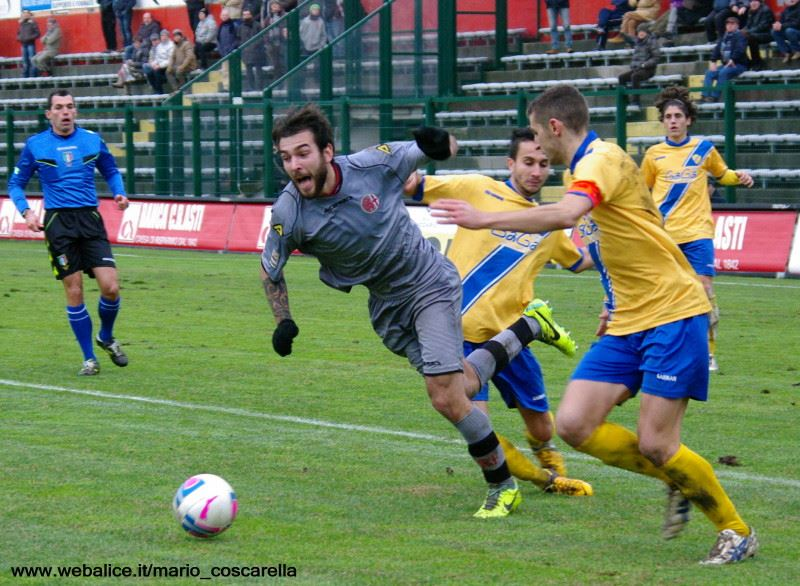 05-01-014 Alessandria-Pergolettese 3-1 Il rigore procurato da Luca Mora. (2)