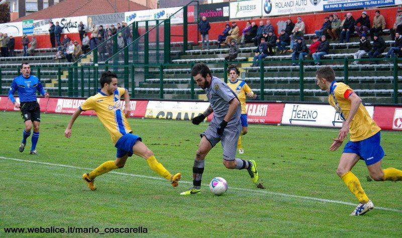 05-01-014 Alessandria-Pergolettese 3-1 Il rigore procurato da Luca Mora