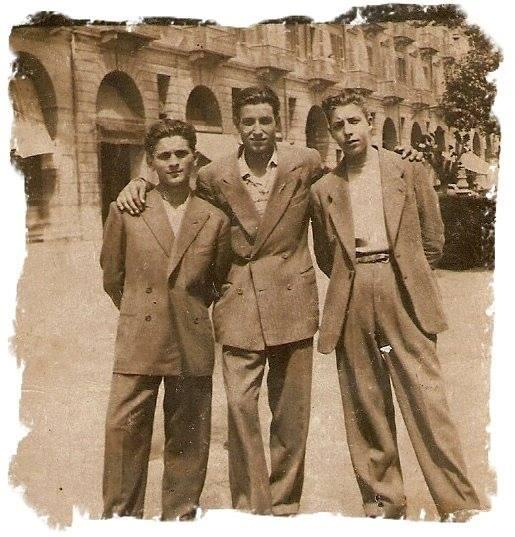Nella foto - 1955... PIPA... VALENTINO.. E U NUEL.. i pivelli del canton di rus... in trasferta in P.zza.. Garibaldi