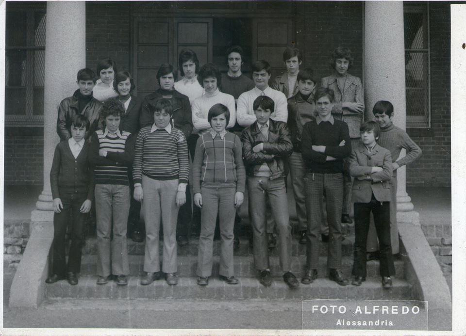 Flavio Bernardotti Io e il mio amico d'infanzia Bolognini (il figlio di quello delle fonderie) al Don Orione nei primi anni 70. Io sono l'unico con i capelli lunghi mentre bolognini (detto Baby) é il secondo in basso a sinistra.