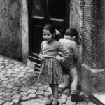 COME ERAVAMO…Davanti a un uomo che lascia libero sfogo alle sue emozioni c'è una donna che lo ha convinto a lasciarsi andare.